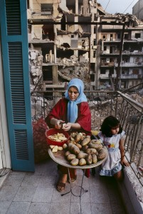 01261_16, Lebanon, 10/1982, LEBANON-10086. A mother peels potatoes retouched_Sonny Fabbri